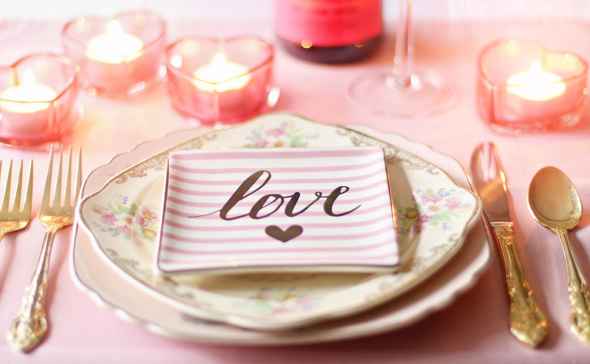 5-idei-za-vljubeni-roditeli-s-bebe-na-sveti-valentin